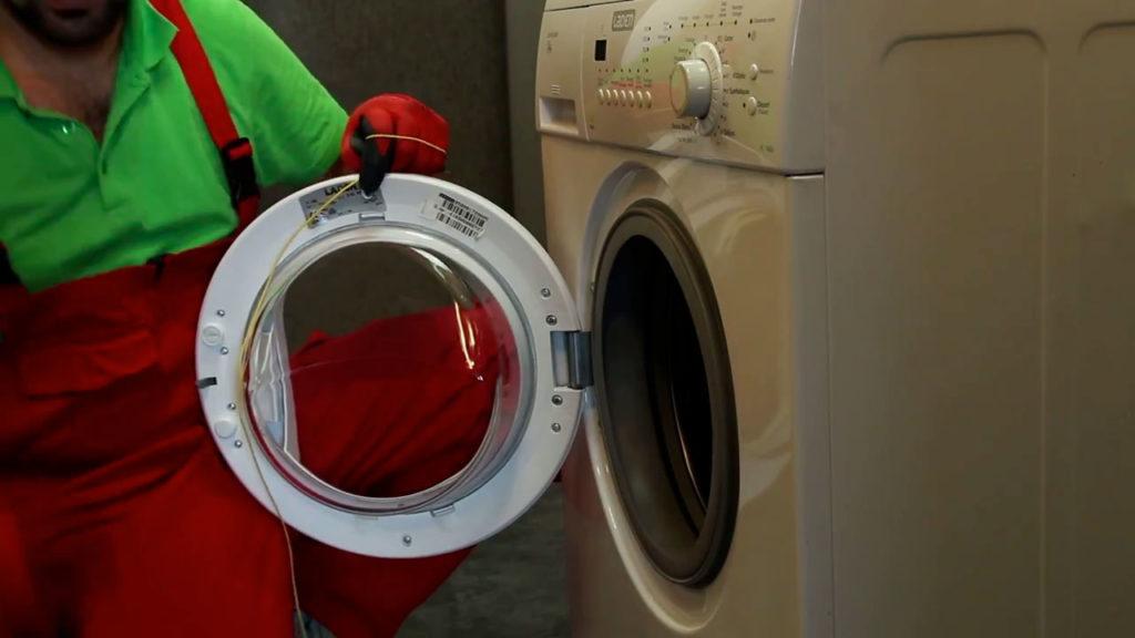 tirez d'un coup sec avec votre ficelle pour ouvrir le lave-linge