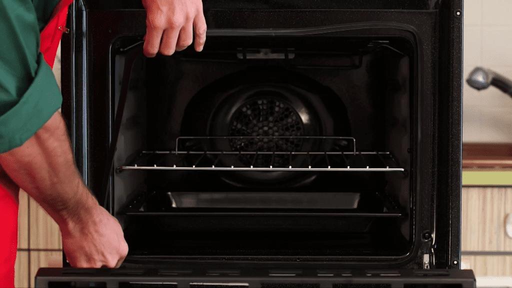 four cuisini re comment remplacer un joint de porte. Black Bedroom Furniture Sets. Home Design Ideas
