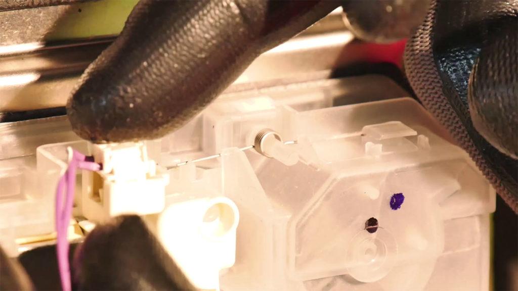 Reconnecter les câbles sur la boîte à produit