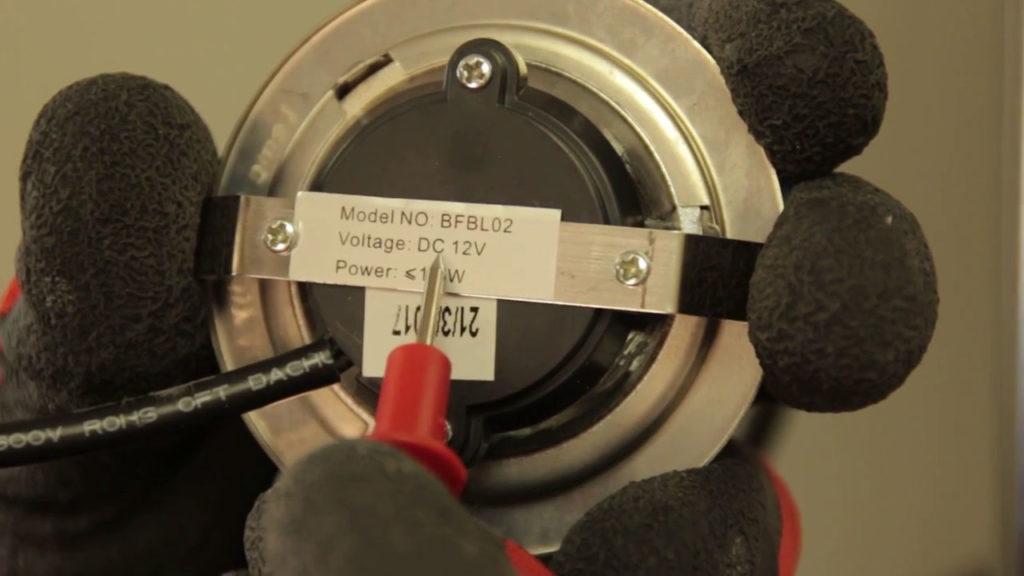 Voltage de l'ampoule doit être d'environ 12V