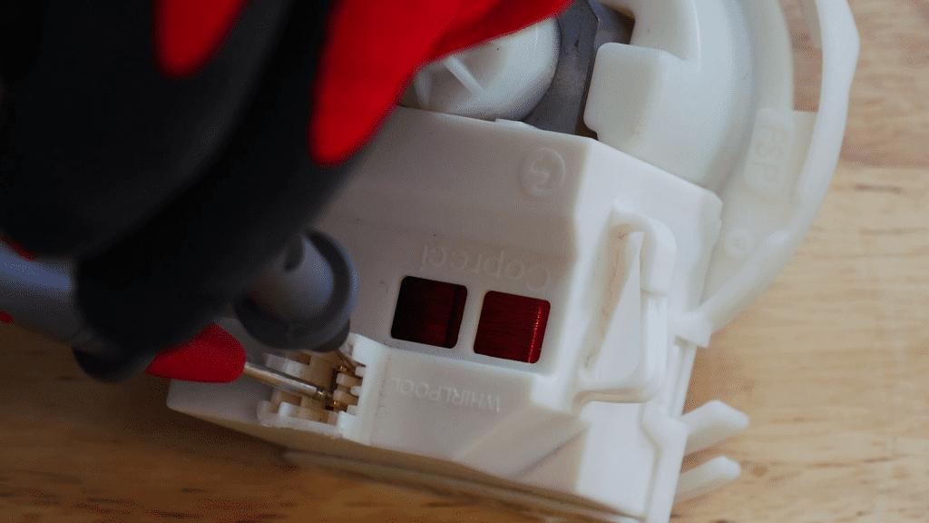 tester-pompe-vidange-lave-vaisselle-ohmmetre