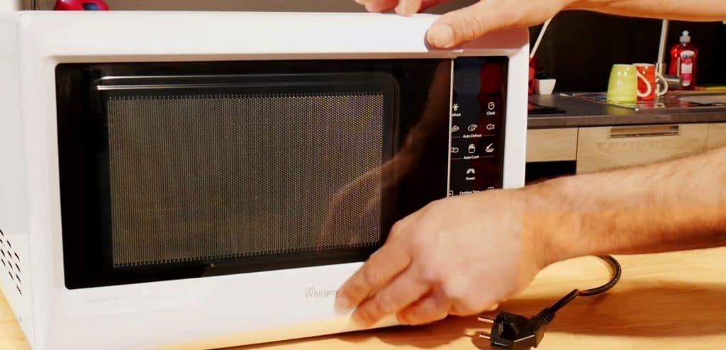 fermer-micro-ondes