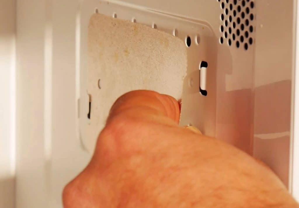 micro ondes comment changer la plaque mica d 39 un micro ondes. Black Bedroom Furniture Sets. Home Design Ideas