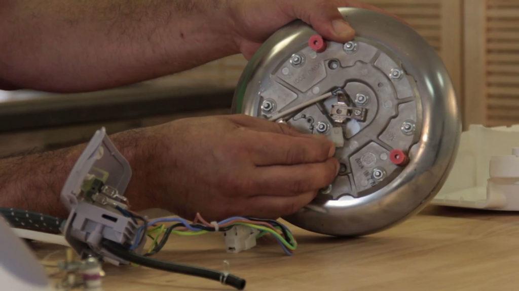 Reconnecter le fils électriques sur la chaudière