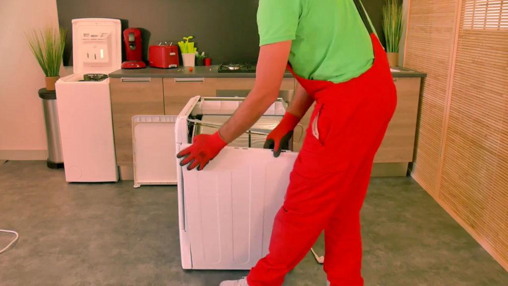 Enlever panneau latéral du sèche-linge