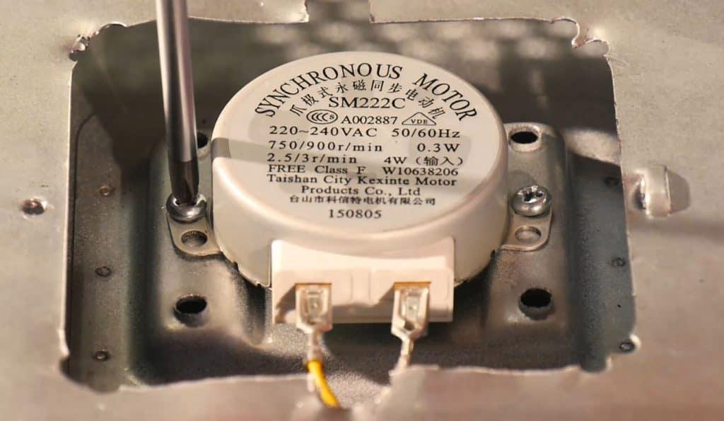 revisser-moteur-plateau