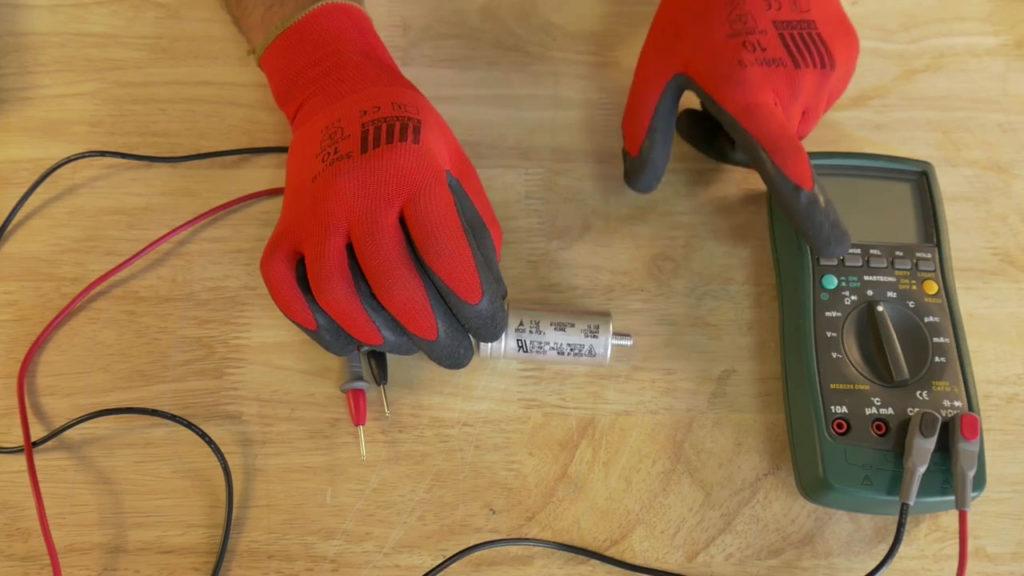 tester le condensateur à l'aide d'un multimètre