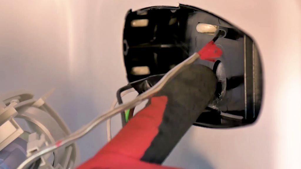 Introduire le bulbe de la sonde dans le fourreau jusqu'au repère rouge