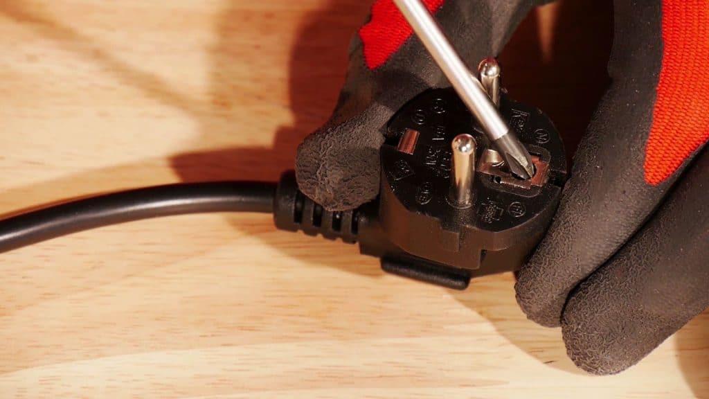 debrancher-electriquement-micro-ondes