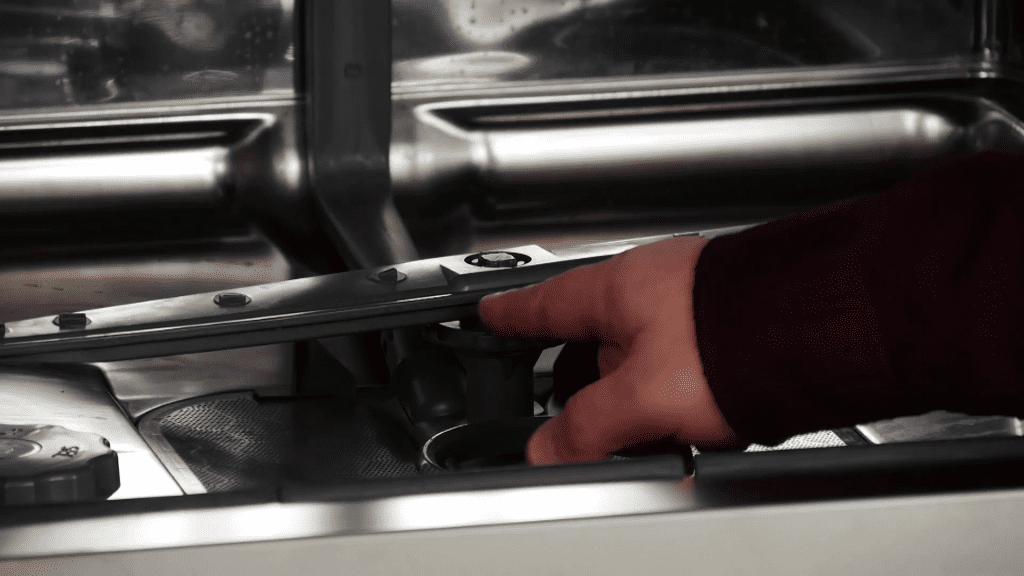 retirer-bras-lavage-inferieur-lave-vaisselle