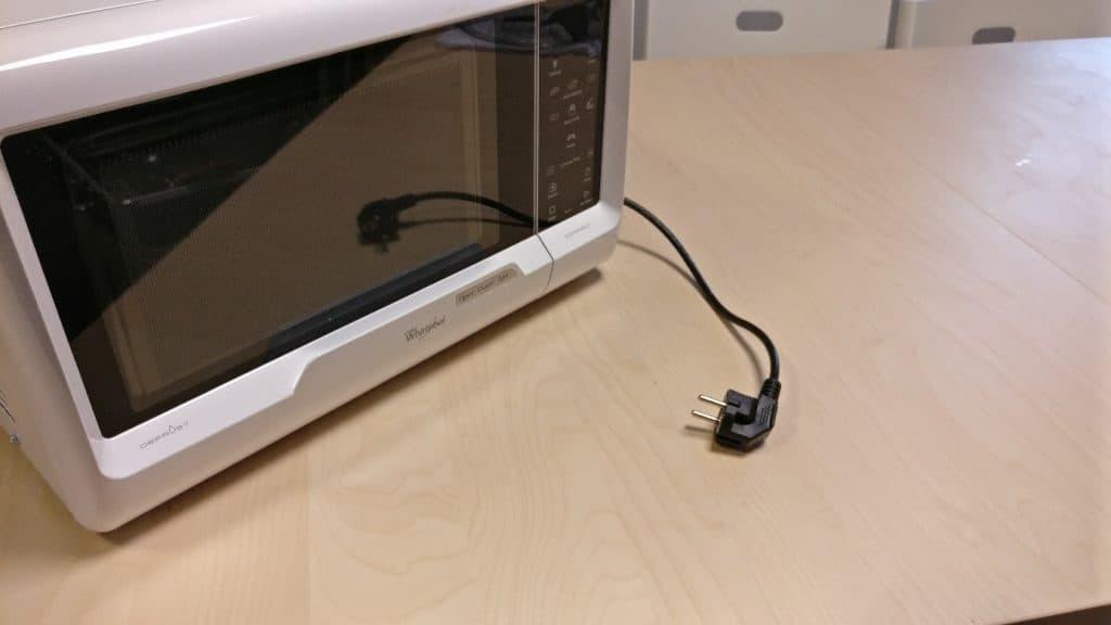 comment remplacer le condensateur de son micro ondes. Black Bedroom Furniture Sets. Home Design Ideas