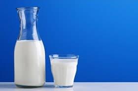 lait-nature-pichet-verre