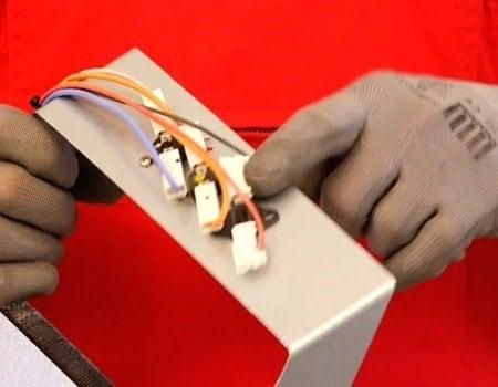Trockner thermostat prüfen wäschetrockner feuchtigkeitssensor testen.