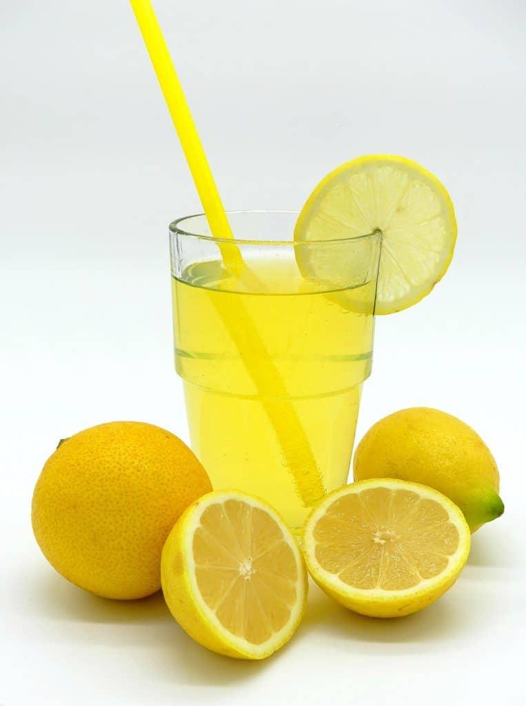 jus-de-citrons-coussins-nettoyer