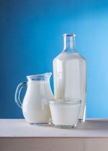 lait-chaud-blanchir-tissu-methode