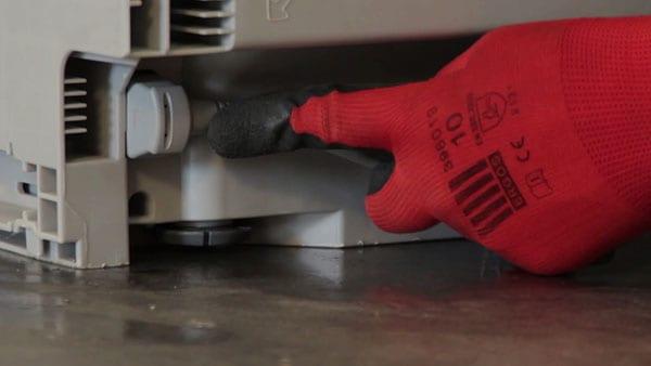 deconnecter-cordon-electrique-arriere-lave-vaisselle-bosch