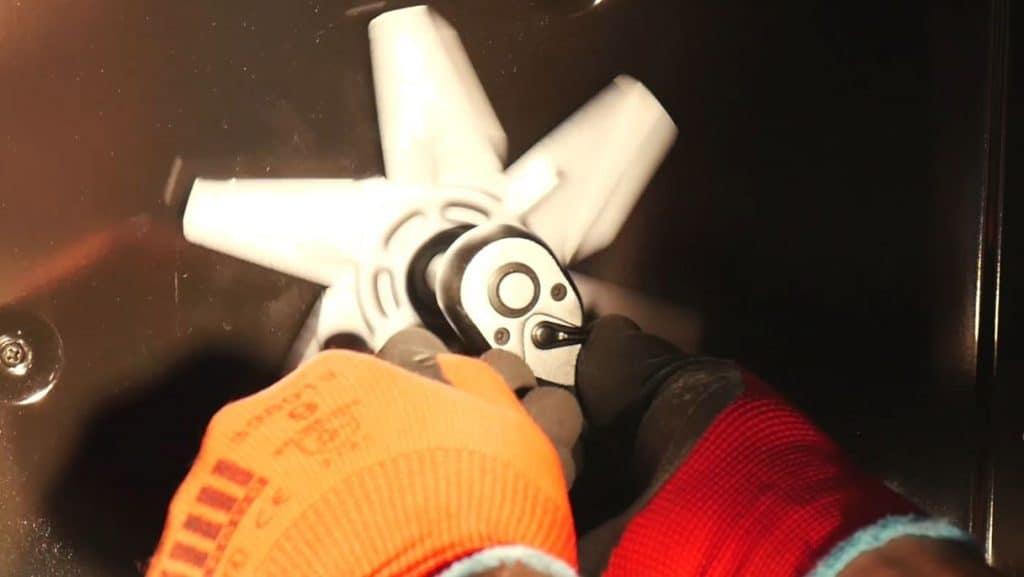 devisser-ecrou-verrouillage-helice