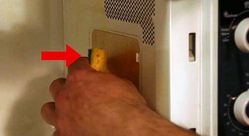Nettoyer la plaque Mica du micro-ondes