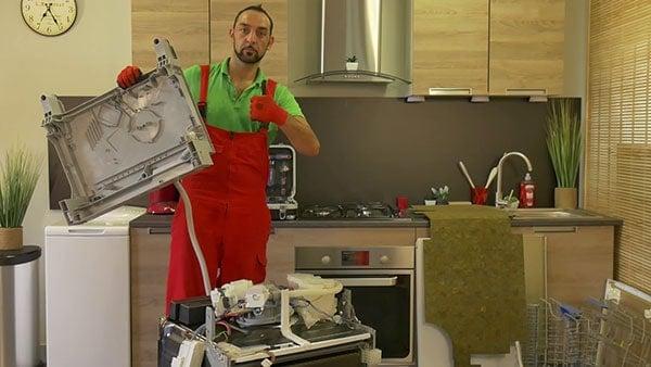 retirer-socle-lave-vaisselle-bosch