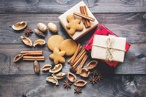 Biscuits-pain-d'épices-by-miroslava-unsplash