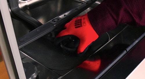 retirer-filtres-cuve-lave-vaisselle