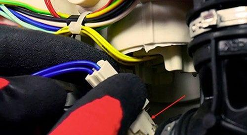 retirer-connecteur-resistance-lave-vaisselle