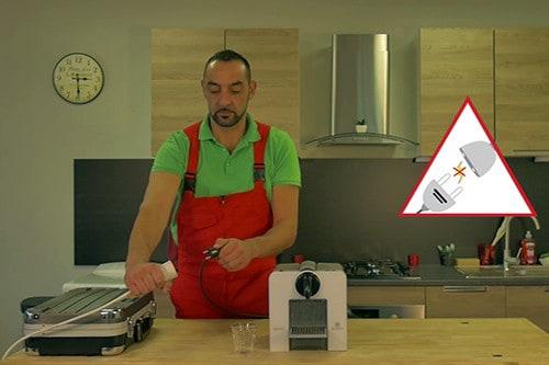debrancher-electriquement-cafetiere-nespresso-krups