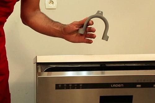 utiliser-crosse-plastique-fournie-avec-lave-vaisselle