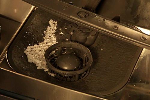 nettoyer-sel-present-dans-filtres-lave-vaisselle
