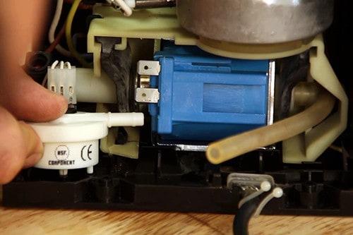 remettre-en-place-debitmetre-machine-expresso-krups