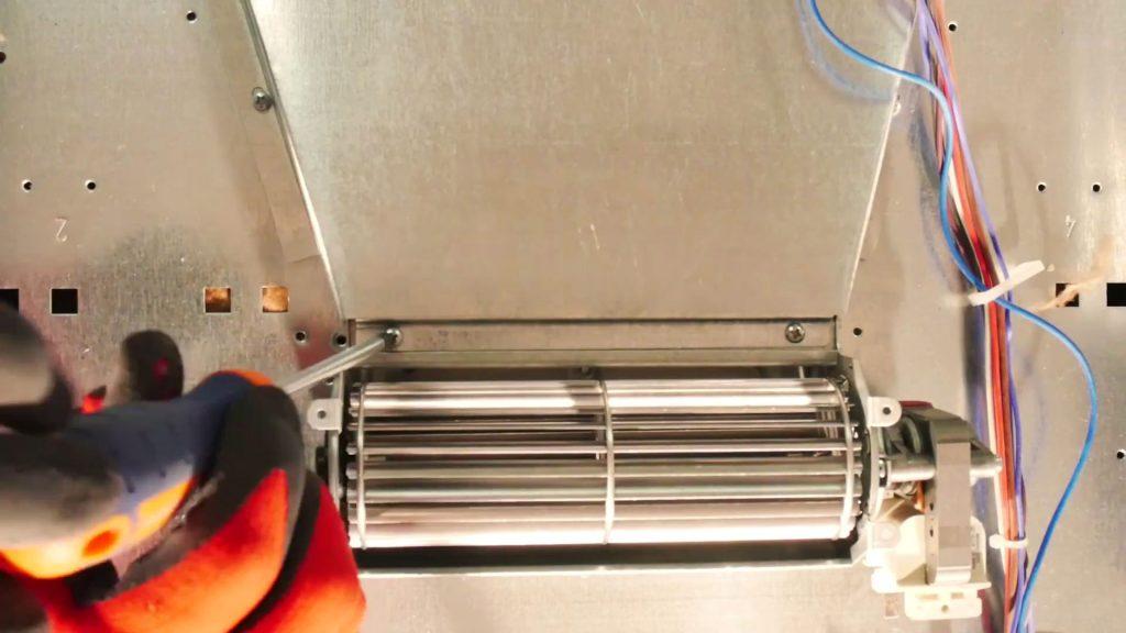 devissez-ventilateur-refroidissement-abime-four