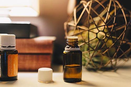huiles essentielles répulsives acariens