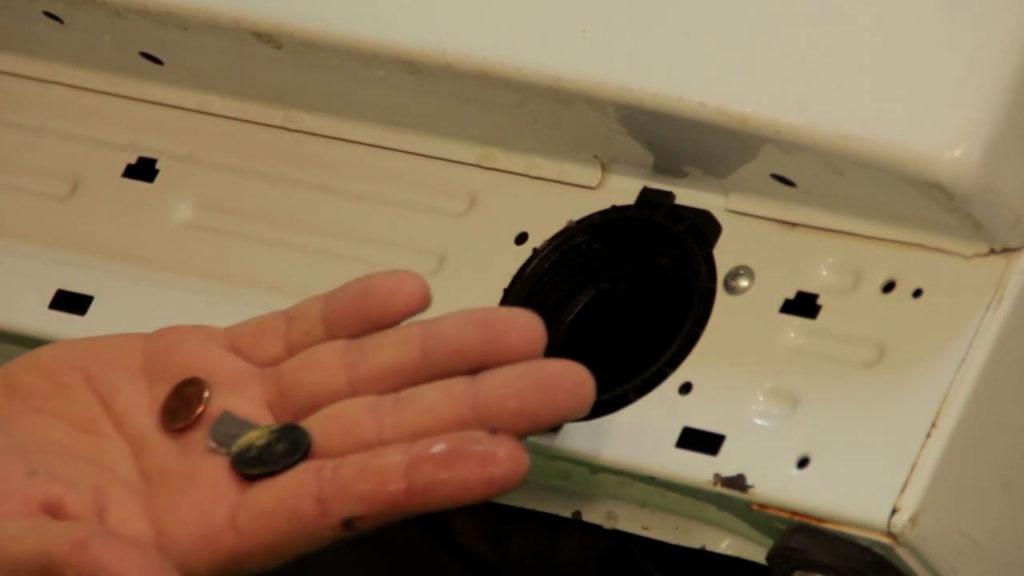 Vérifiez la cavité du filtre de vidange de votre lave-linge