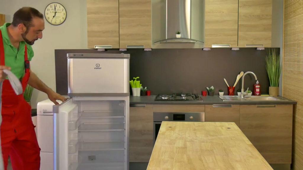 nettoyez la rainure de la porte de frigo