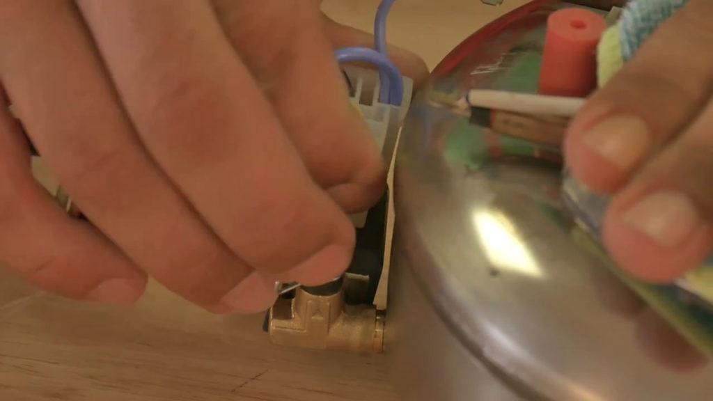 Déconnecter les câbles de la chaudière