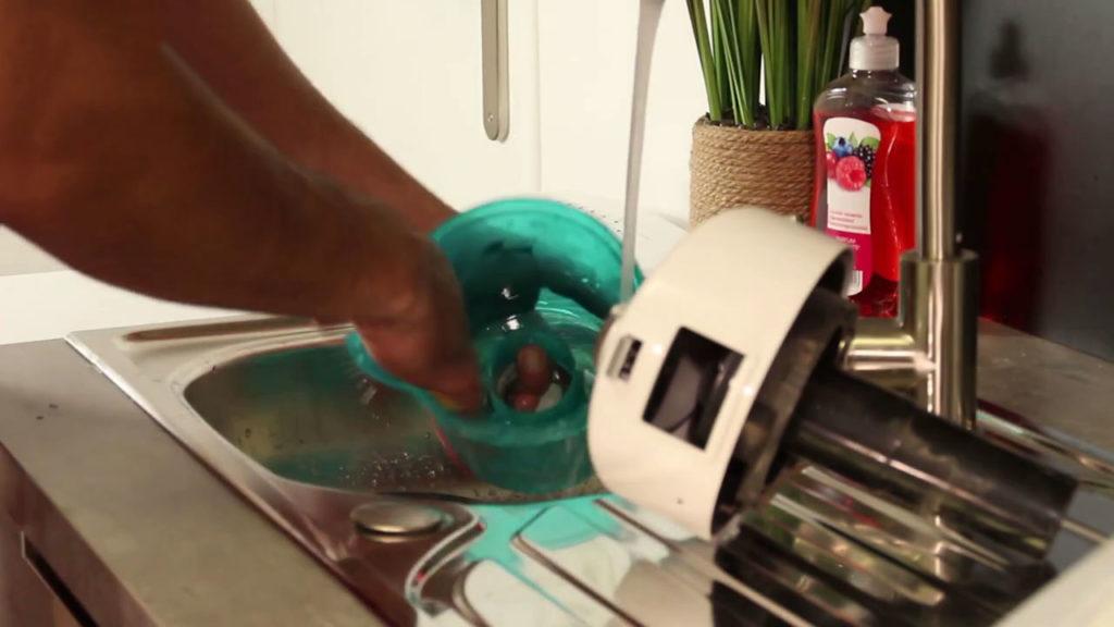 Nettoyer les éléments à l'eau