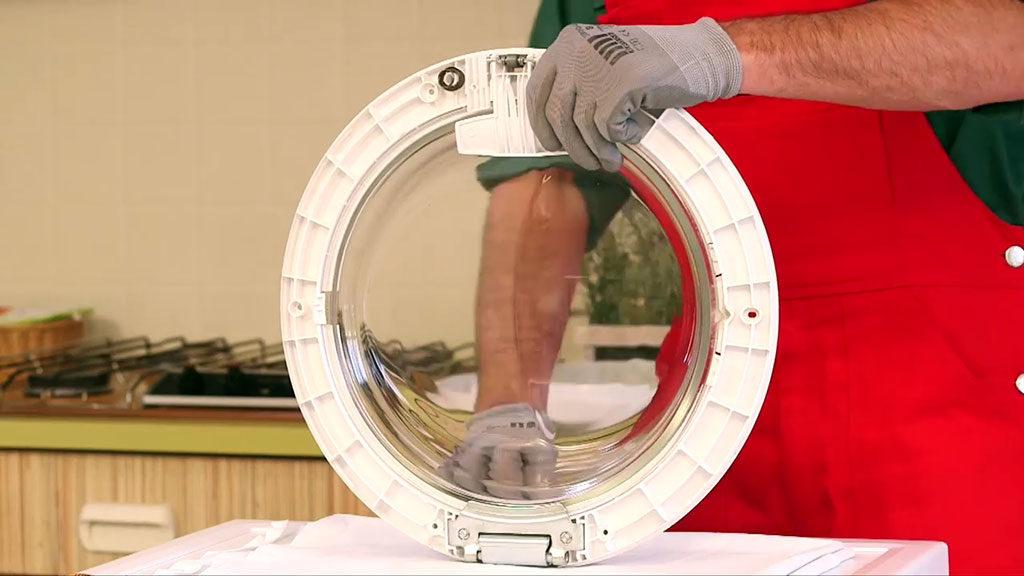 Installer la nouvelle poignée de hublot