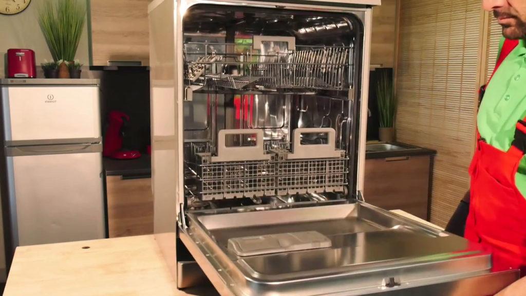 Ouvrir la porte du lave-vaisselle