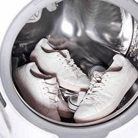 Chaussures dans la machine à laver