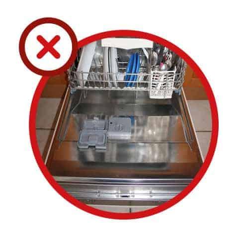 Erreur n° 5 - Vider trop rapidement le lave-vaisselle à la fin du cycle de séchage