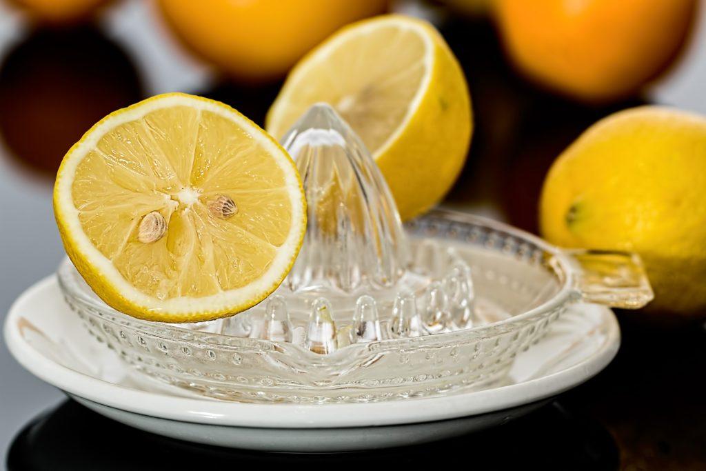 Presser du jus de citron