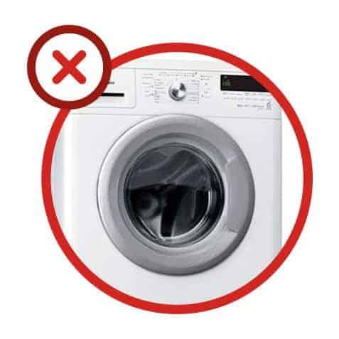 Erreur n°9 : fermer la porte ou le hublot du lave-linge entre 2 utilisations