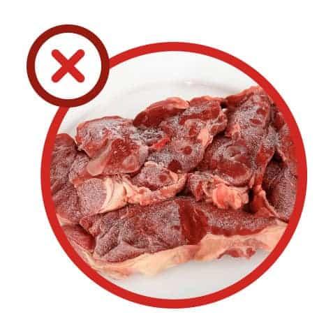 Erreur 10 : Décongeler de la viande au micro-ondes