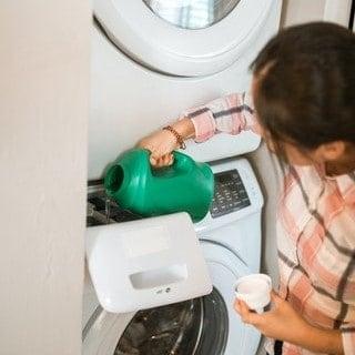 lessive spéciale antibactérienne pour détruire les odeurs et les bactéries