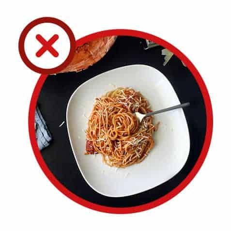 Erreur 6 : réchauffer un plat à la sauce tomate sans le couvrir