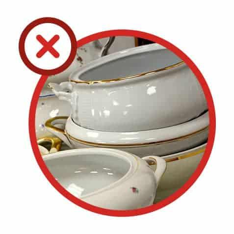 Erreur 2 : placer de la vaisselle ornée de décorations métalliques dans un micro-ondes