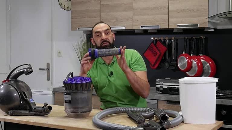 Nettoyez votre filtre Dyson à l'eau ou remplacez-le si nécessaire