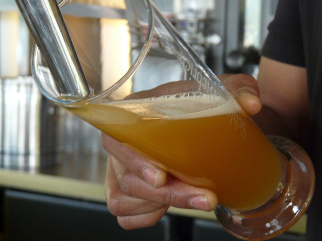 Incliner verre à bière à 45°