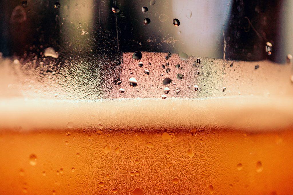 vue en gros plan bière dans un verre