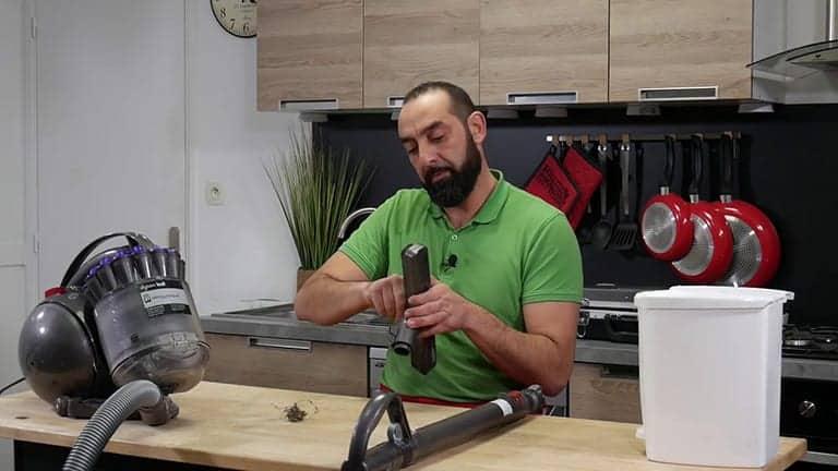 Nettoyer la brosse de votre aspirateur Dyson